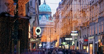 1449980614-1449869026-vienna-christmas-display
