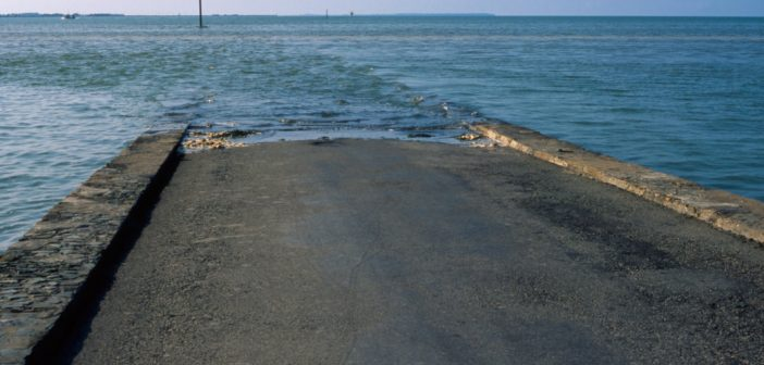 Undersea road Passage du Gois Atlantic coast France. Image shot 2004. Exact date unknown.